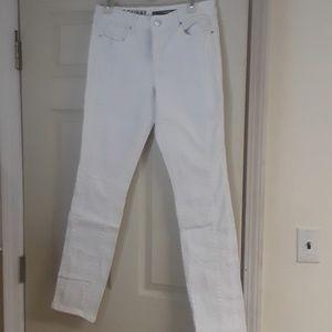 White dkny skinny jeans size 6